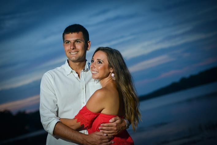 Engagement portrait, Engagement photography in LBI, Photographer in LBI, Engagement portraits by the sea